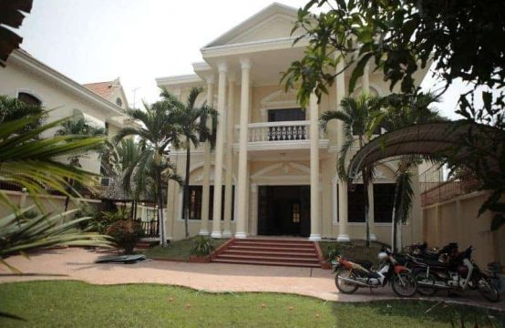 Old Style Classic 4-Bedrooms Villa In Thao Dien For Rent