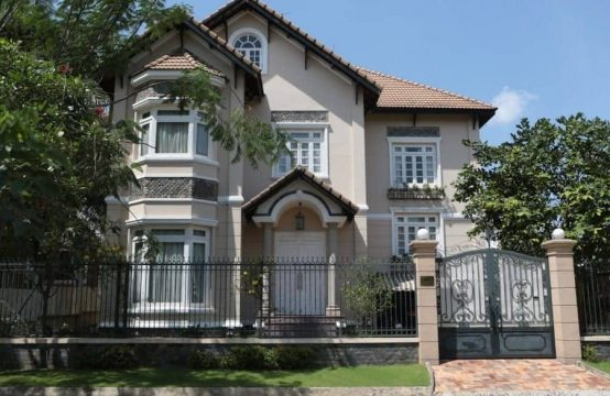 Old Fashionable Style Yet Amazing Villa In Compound Thao Dien For Rent.