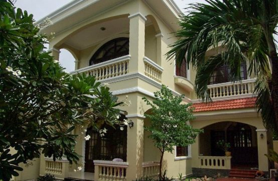 3 Bedrooms Colonial Villa With Big Terrace For Rent