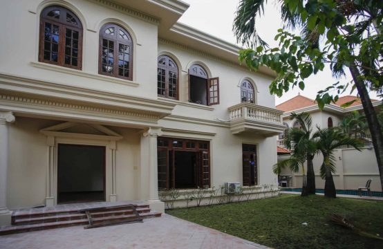 Large And Old-Fashioned France Style Villa For Rent In Thao Dien