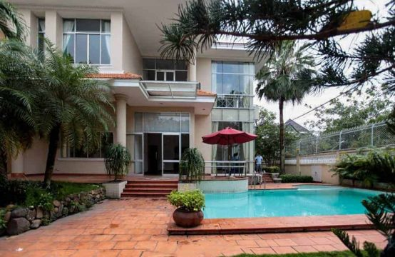4-Bedroom Villa With Large Garden Near The River For Rent