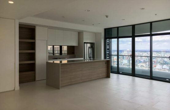 Unfurnished 3 Beds 147 Sqm Apartment For Rent - City Garden